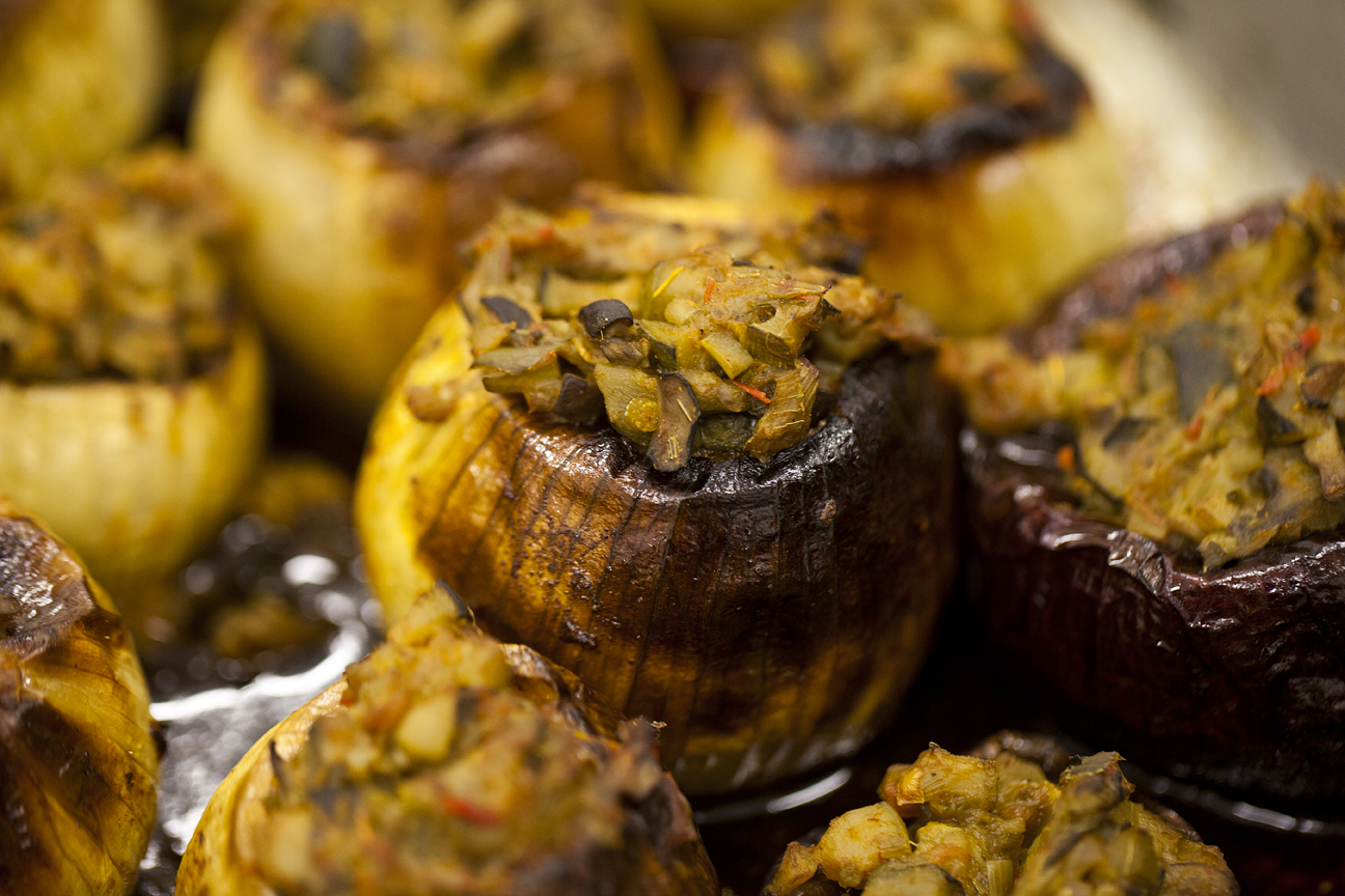 Roasted Stuffed Onions with Red Pepper Purée - Jewish Vegetarian ...